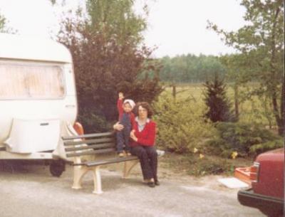 Wencke winkt dem Papi zu, auf den wir warten 1980